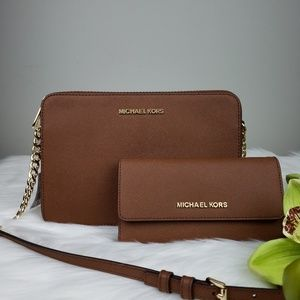 🌺Michael Kors crossbody bag and Wallet set brown